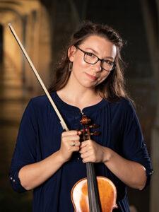 Signatue Symphony Violinist Sarah Thomas